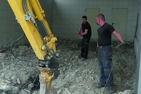Umbau-Rosstal-Mauern_Baumaschine