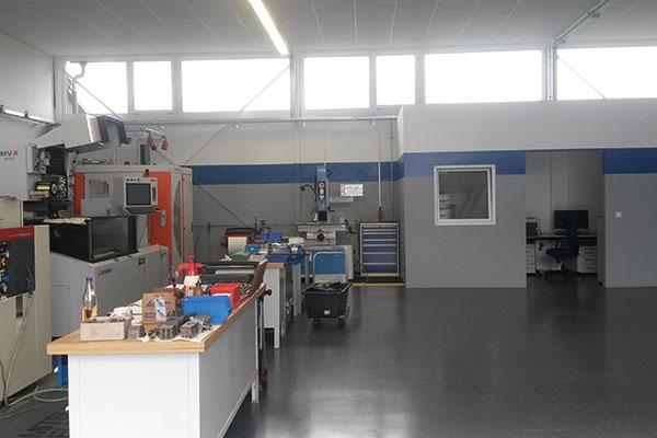 Umzug-Rosstal-Halle-Maschine